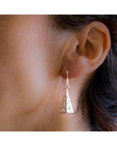 Pendiente piramide de plata
